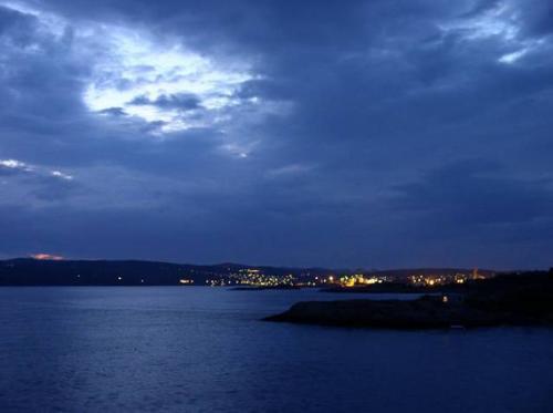 Larvik bij nacht
